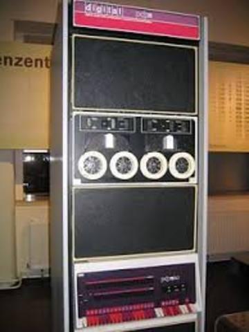 Unix en Lenguaje C en un DEC PDP-11
