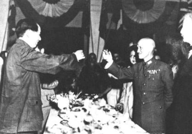 Chiang Kai-Shek rompe la tregua con los comunistas