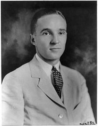Edsel Ford Suceeds his father as head of Ford Motorcompany