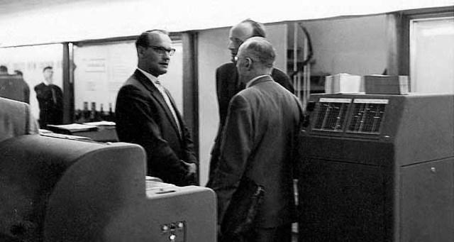 Heinz Nixdorf fundó la Cía. Nixdorf Computer Corporation