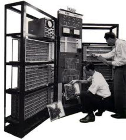 Tradic, la primera computadora transistorizada