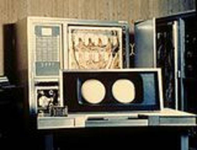 serie 7000 de mainframes primera de las computadoras transistorizadas de IBM