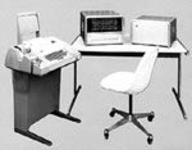 Hewlett-Packard entró en el negocio de computadora para uso general con su HP-2115