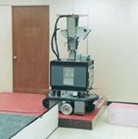 Primer robot móvil internacional