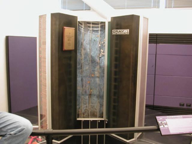 Primera supercomputadora comercial