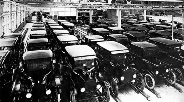 Producción en cadena a gran escala Ford