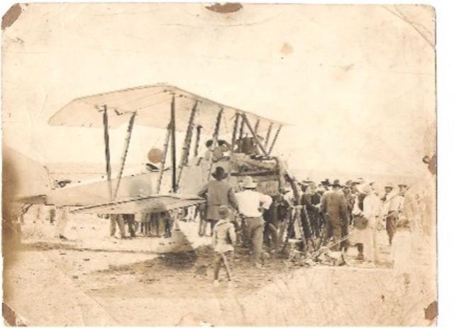Primer vuelo de un biplano-invención del avión