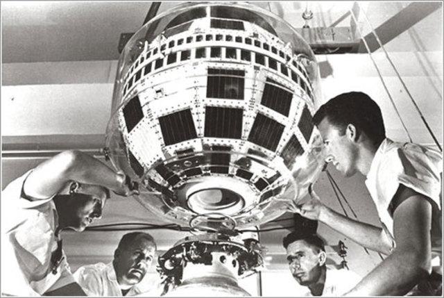 Primer Satelite Comercial