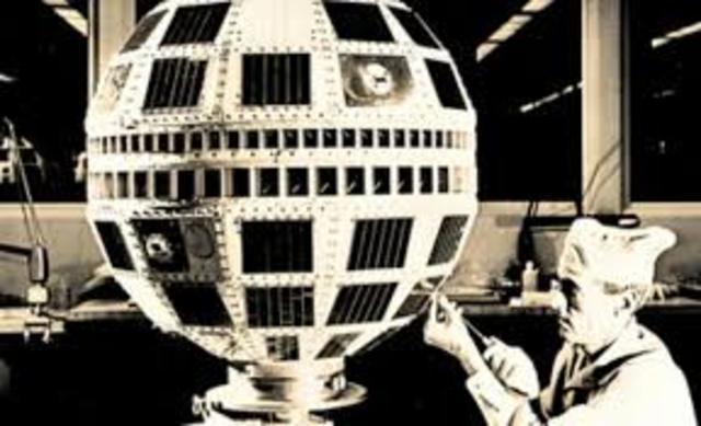 Primer satelite comercial de comunicaciones EEUU/Europa