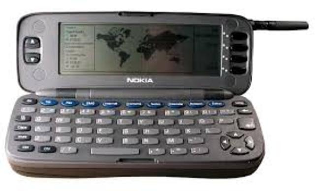 Primer teléfono móvil con teclado QWERTY