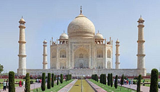 Taj Mahal built