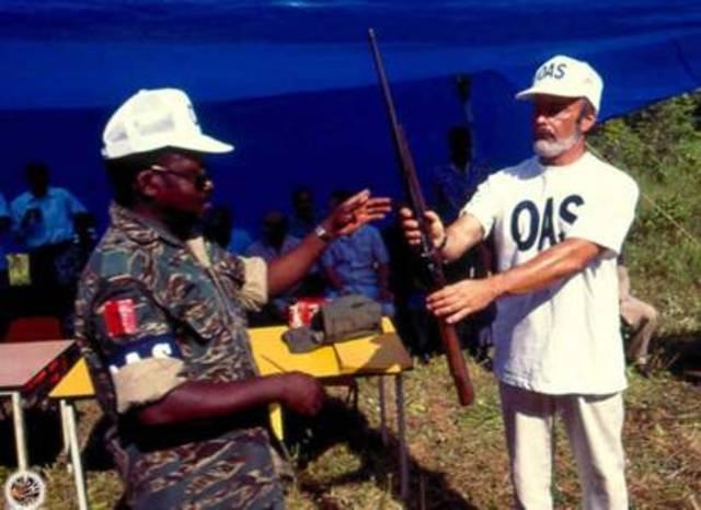 """Suriname y los grupos armados ilegales firman un """"Acuerdo para la Reconciliación y Desarrollo Nacional"""" (SURINAME)"""