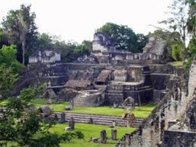 Teotihuacan declines, cultural center abolished