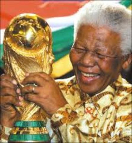 de Klerk wins the Nobel Peace Prize with Nelson Mandela for helping end apartheid.