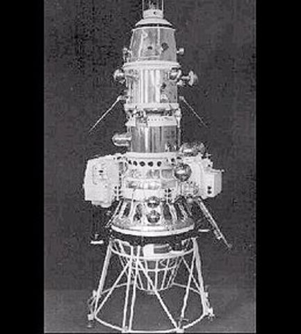 First artificial satellite of the Moon