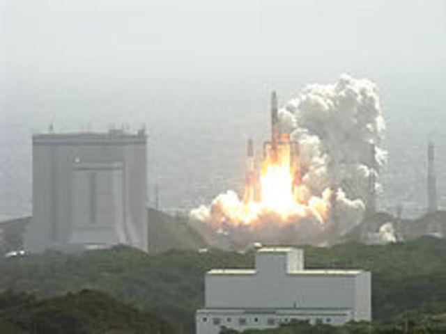 Japan launches SELENE