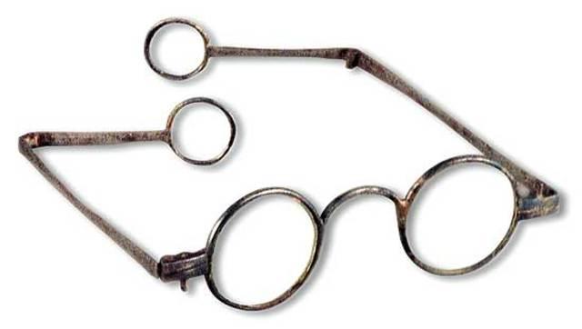(Microscope) The first eye glasses