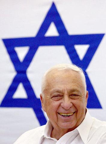 O líder do partido Likud, Ariel Sharon, 72, é eleito primeiro-ministro de Israel
