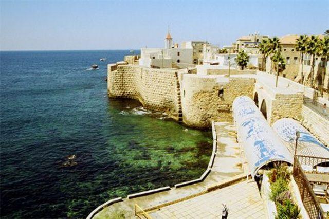 Ciudad de Acre, conquistada por los cruzados...