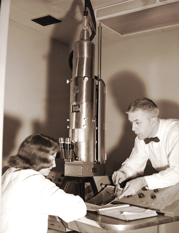 Invention of the electron microscope