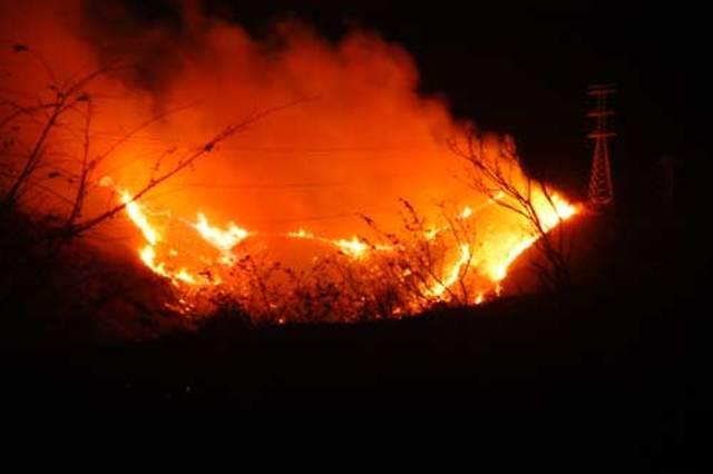 Morelos ordena Incendiar Acapulco.