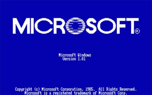 Lançamento do sistema operacional Windows 2000.