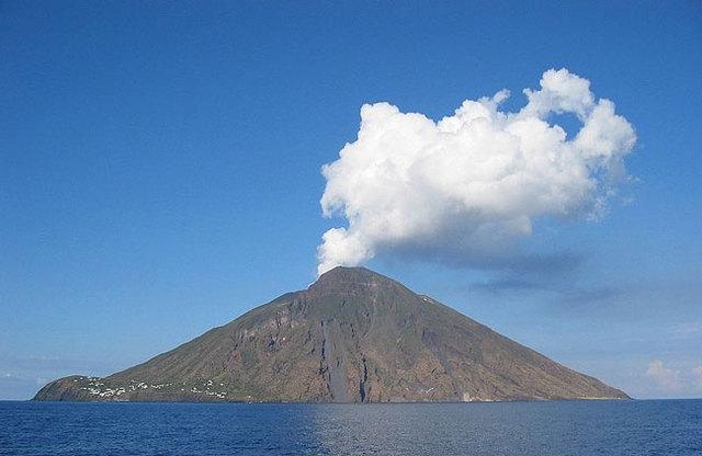 O vulcão Stromboli entra em erupção