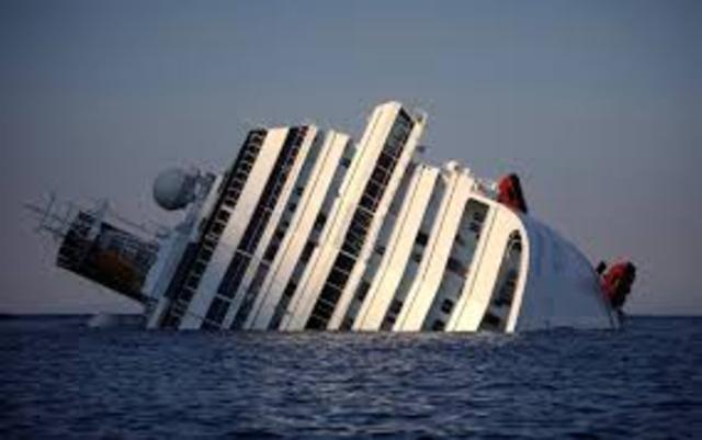 Cruzeiro Costa Concordia naufraga