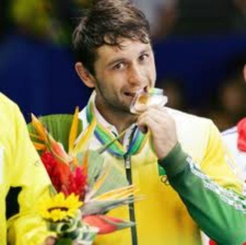 O judoca brasileiro João Derly conquistou a primeira medalha de ouro do Brasil em campeonato mundial