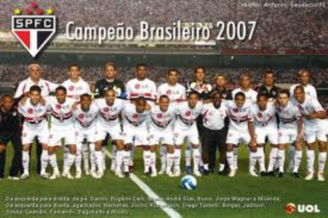 São Paulo é pentacampeão brasileiro e o Corinthians é rebaixado para a Série B do Campeonato Brasileiro de Futebol