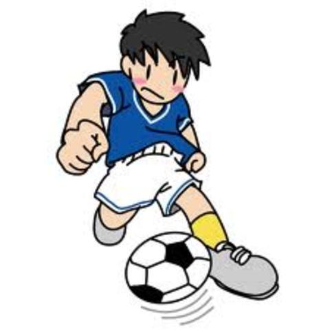 Léo começa a fazer aulas de futebol