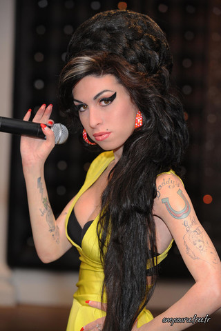 Morre Amy Winehouse....