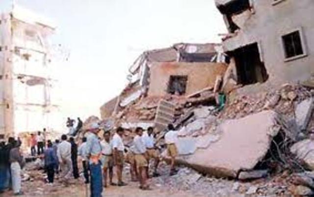 Terremoto mata 200 mil pessoas