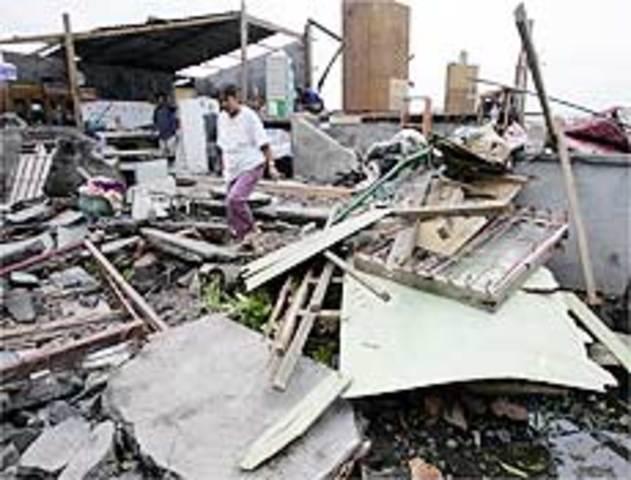 Tufão mata 400 pessoas