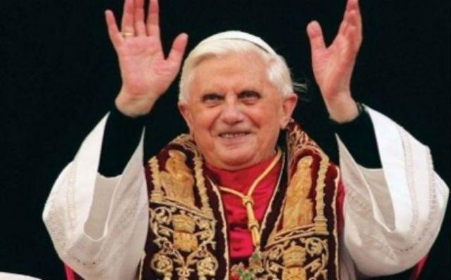 Papa Bento XVI renuncia