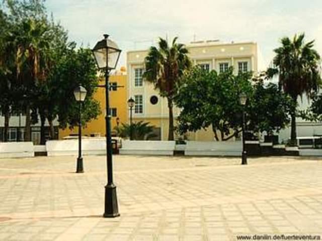 plaza publica y reseña