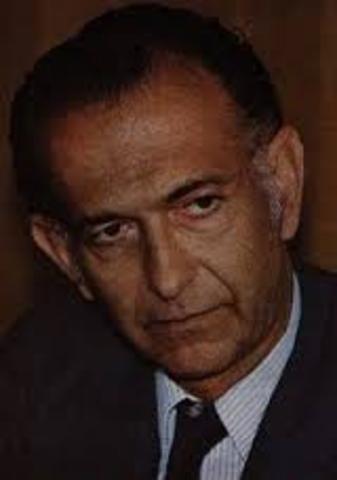 economía a manos de Alfredo Martínez de Hoz.