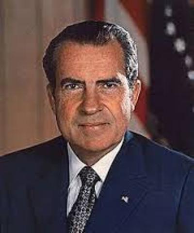 Richard Nixon si dimmette