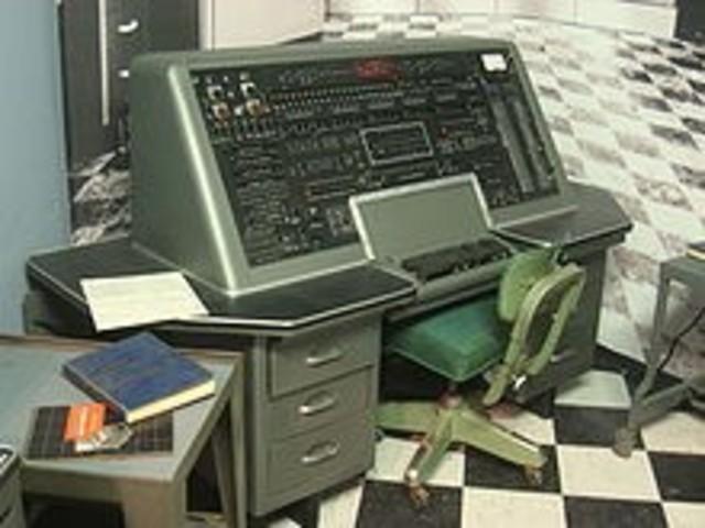 maquina computadora comercial llamada INIVAC