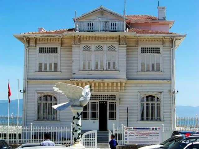 Armistice of Mudanya is signed
