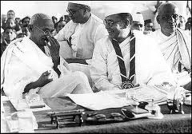 Gandhi and his fellow protest against registrtion card