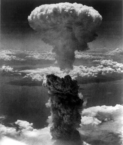 kärnkraft, världens första atombomb släpps över Hiroshima