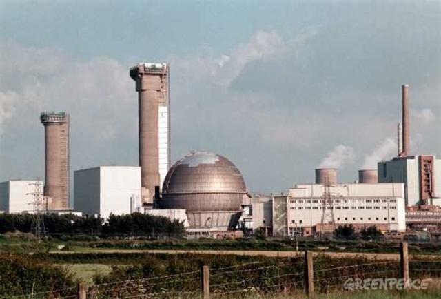 kärnkraft, det första kommerciella kärnkraftverket startar i Sellafeild, England