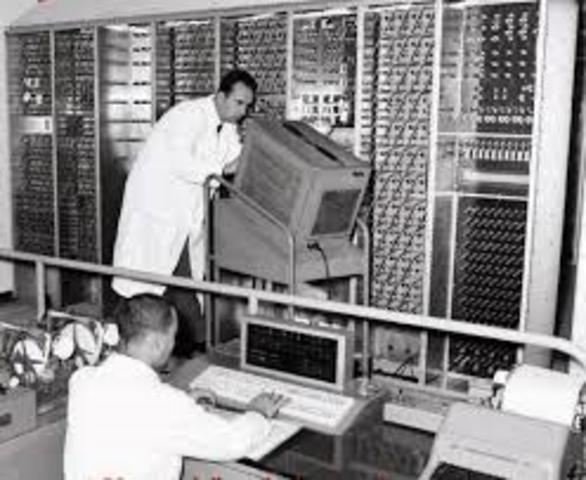Konrad Zuse inventa il primo computer.