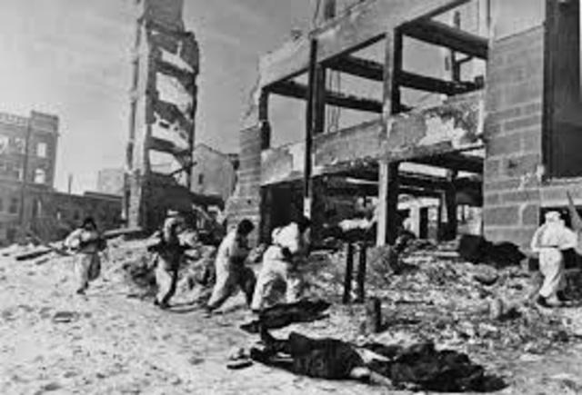 inizia la controffensiva sovietica a Stalingrado che porterà all'annientamento della VI Armata tedesca