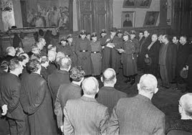 I tedeschi iniziano la barbara distruzione del Ghetto di Varsavia.