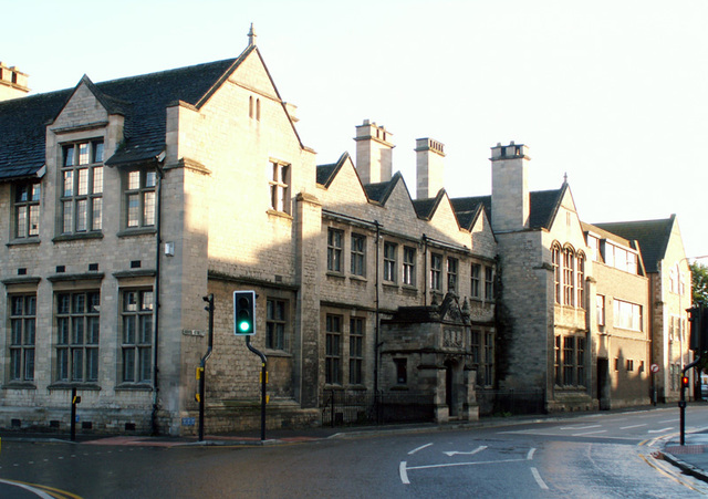Isaac Newton goes to King's School in Grantham, England