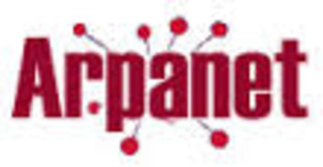 comienza a funcionar ARPANET