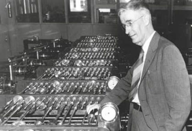 Primer Computador Analógico a gran escala