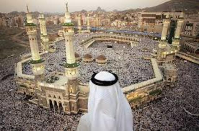 11 B.H: Notables begin accepting Islam